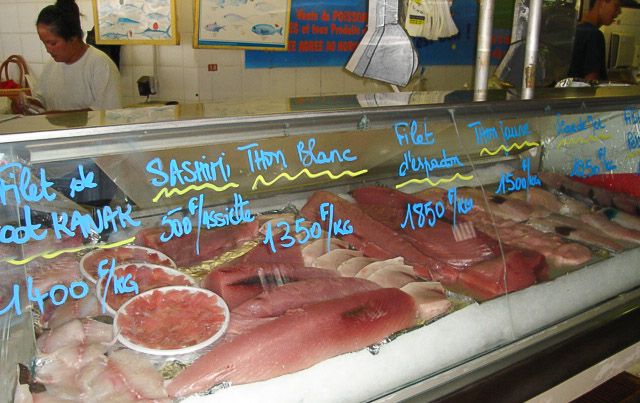 Fresh tuna sliced and displayed for sale in Noumea shop. Photo credit: FFA.
