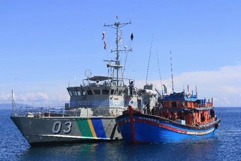 Solomon Islands patrol boat 03, Lata, monitors a Vietnamese blue boat that was caught fishing illegally in the Solomons waters in 2018. Photo: FFA Media.