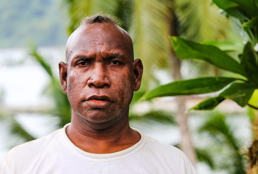 Head and shoulders portrait of Tony Atitete. Photo WorldFish/Bira'au Wilson Saeni.