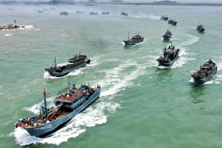 Chinese fishing fleet Galápagos-photo www.greenqueen.com.hk