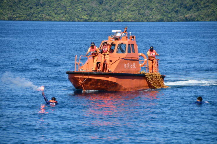 Tender from Taiwanese naval patrol frigate Hsun Hu No. 7 takes part in joint exercises with Palau's Coast Guard