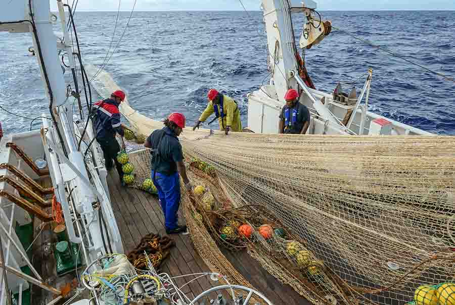 Crew on the research vessel Alis haul in a net full of micronekton during the 2020 research cruise in New Caledonian waters. Photo: Valérie Allain, SPC.