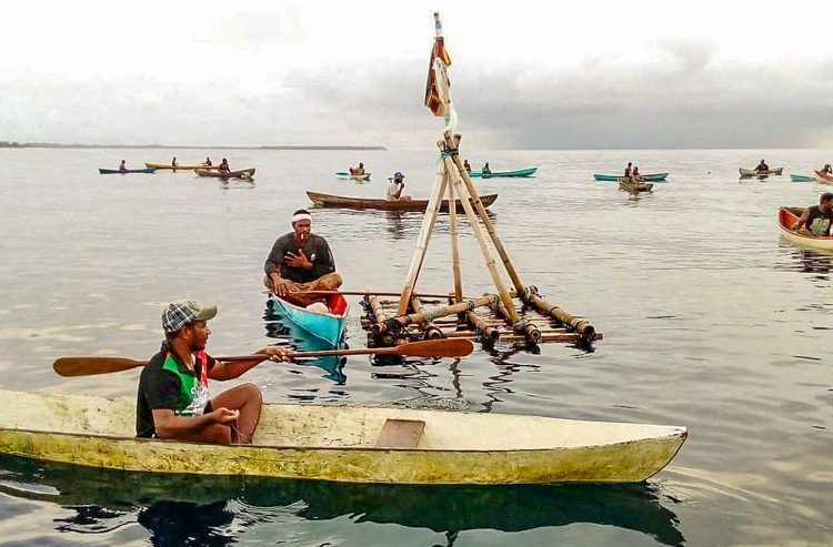 In Solomon Islands, Local fishers of Kwai and Ngongosila enjoy fishing around the FAD. Photo: Victor Suraniu.