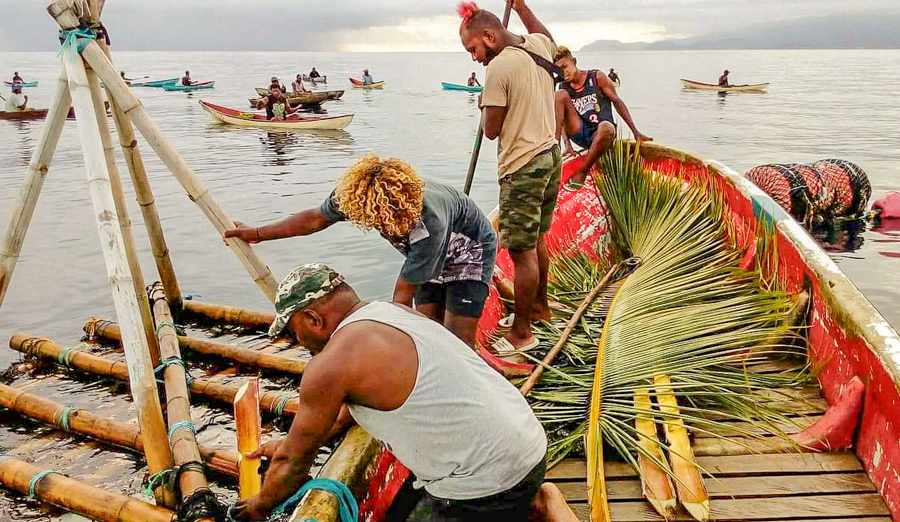 In Solomon Islands, Malaita Provincial Ward Member Preston Billy (front) works with local fishers to prepare the local FAD for its first harvest on 14 December 2020. Photo: Victor Suraniu.
