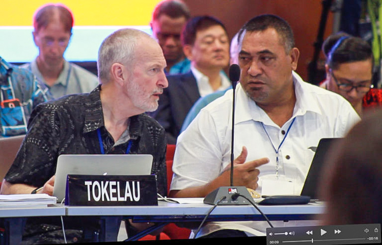 Stan Crothers (left) and Fleet Tulafono, Tokelau's Director of Fisheries. Photo: Fatu Tauafiafi/Pacific Guardians.
